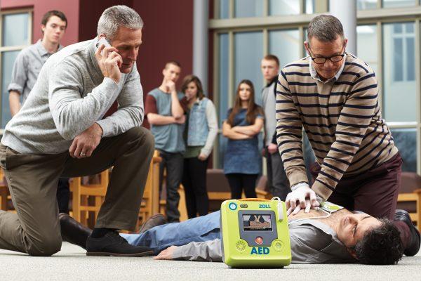 Zoll AED 3 hjertestarter i brug